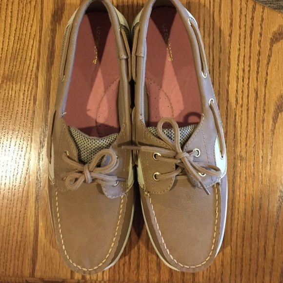 Cheap boat shoes!!! Liz Claiborne boat shoes gently worn Liz Claiborne Shoes Flats & Loafers