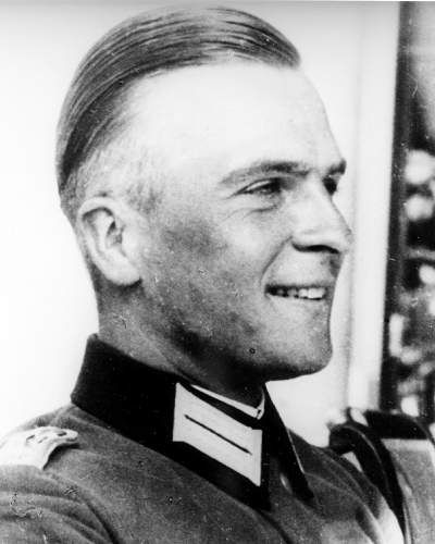 Günther Smend collaborated with the military opposition and particularly shared the conspirators' concern that the war would inevitably end in defeat because of Hitler's incompetence. After the unsuccessful assassination attempt of July 20, 1944, Günther Smend was arrested on August 1, 1944. He was sentenced to death as an accomplice by the People's Court on August 30, 1944 and murdered on September 8, 1944 in Berlin-Plötzensee.