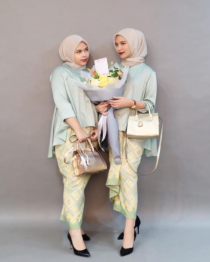 "441 Likes, 8 Comments - Rosa Abhal Anggini (@rosabhal) on Instagram: ""blouse olla + kain lilit by @abinaya.butik  Seon bag by @kian.id  Bouquet by @de.fleurjakarta"""