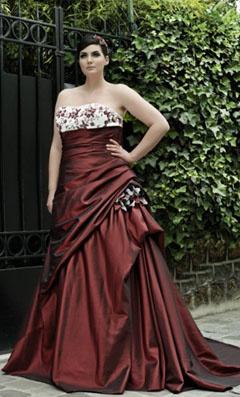 """Robe de mariée """"Venise"""" grande taille de Léa Botelli. Une couleur originale pour un mariage."""