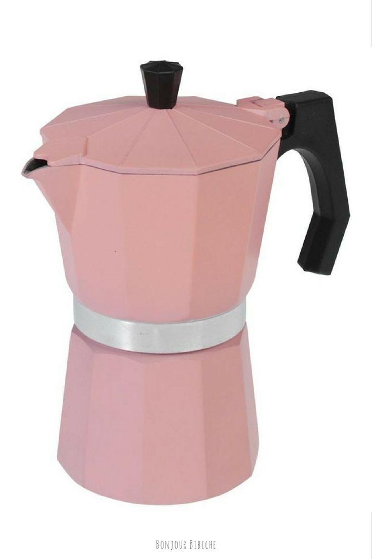Coup de cœur pour cette ravissante cafetière à l'italienne <3 On craque pour la couleur rose so Girly et le look rétro qui apporte une touche d'originalité à la cuisine. Un accessoire déco à offrir à une amatrice de café expresso ! #cadeau #vintage #bonjourbibiche