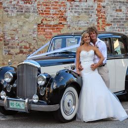 Great images of wedding cars and limousines, they can make some fantastic wedding photos and compliment your wedding theme