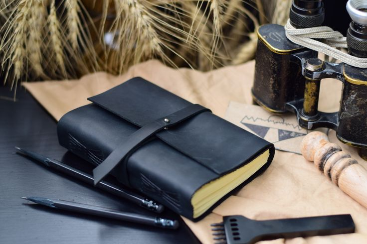 Кожаная записная книжка с ремнём на кобурной застёжке, цвет на выбор