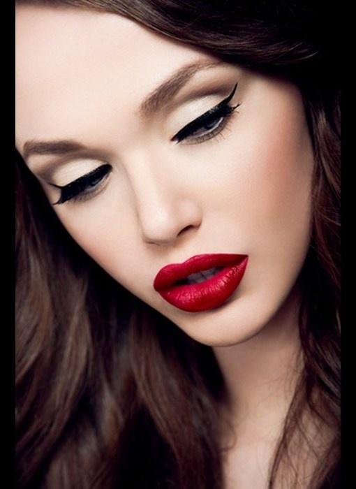 .Red Lipsticks, Pin Up Makeup, Old Hollywood, Eyeliner, Cat Eyes, Beautiful, Pinup,  Lips Rouge, Redlips