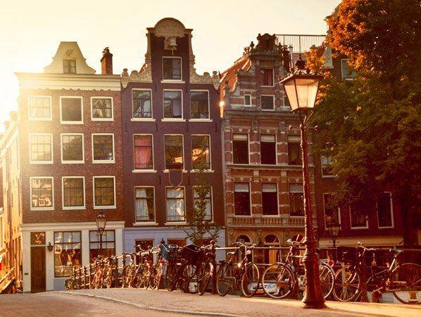 Sempre que me perguntam qual meu país preferido na Europa, respondo sem hesitar: Holanda. Desde a primeira vez em que estive no país das bicicletas, fiz uma promessa de que um dia moraria lá. O sonho ainda não se realizou, mas não desisti dele. Me apaixonei a primeira vista pela cordialidade e educação das pessoas, assim como pela forma mais desencanada de levar a vida dos holandeses, o que resulta em uma mentalidade totalmente avançada pra os padrões sociais de hoje. Além disso, o país…