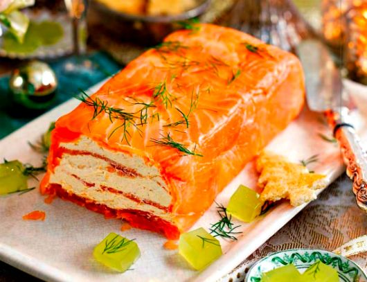 Как приготовить закуску с красной рыбой http://www.kakprosto.ru/kak-936002-kak-prigotovit-zakusku-s-krasnoy-ryboy