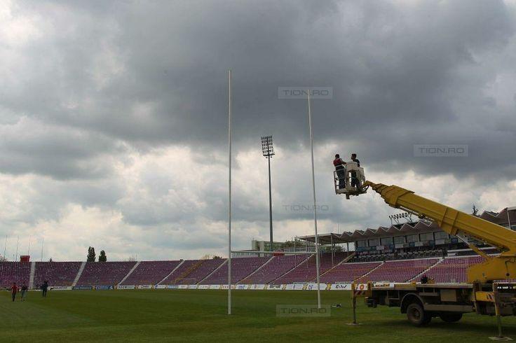 La stadionul Dan Paltinisanu s-au montat buturi de rugby dupa patru decenii