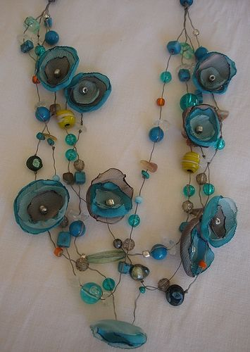 collares con flores de tela http://www.pinterest.com/sigiukas/handmade-jewelry-and-accessories/