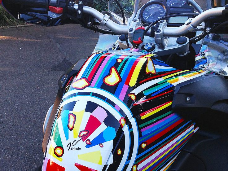 The Jeff Koons Tribute | BMW R1200GS tank painted by PAZ.