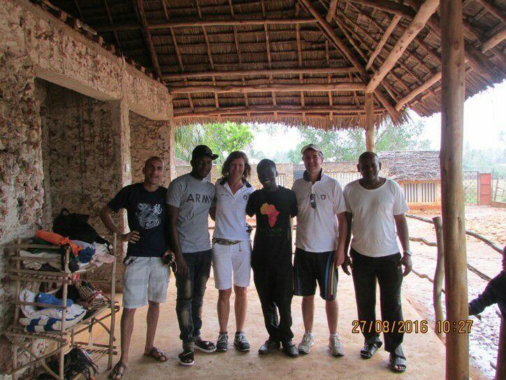 La Squadra dell'Allevamento di Fossombrone in visita alla sede della Z.A.A.S.O. a Zanzibar, in Tanzania.  #SaveDogs