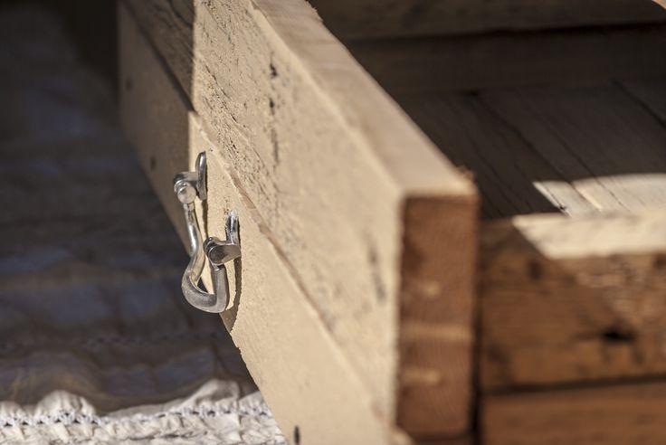 Cajones de una cama hecha con maderas recicladas WOODHEAD  www.facebook.com/WHMUEBLES