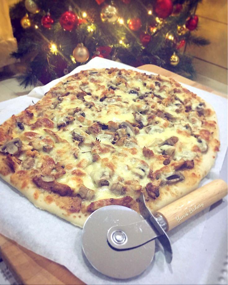 Homemade Black Pepper Chicken with White Button Mushroom Pizza.