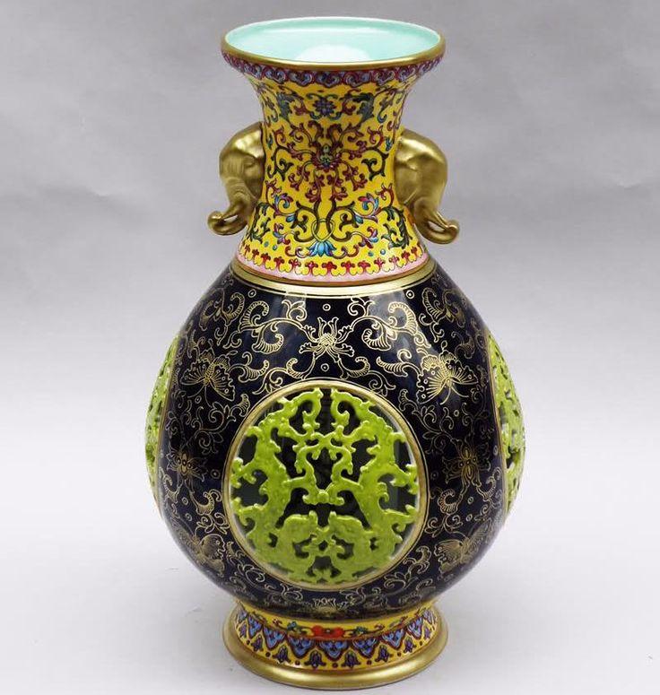 SOUND: https://www.ruspeach.com/en/news/14437/     Ваза - это открытый сосуд изящной формы с живописными или лепными украшениями, изготовленный из глины, фарфора, камня, стекла, металла и других материалов. Многие древние и дорогие вазы выставлены в музеях по всему миру. Первые расписные вазы, обратившие на себя внимание учёных в семнадцатом столетии, были найдены в Тоскане.     The vase is an open container of a graceful form with picturesque or stucco mouldings made of clay