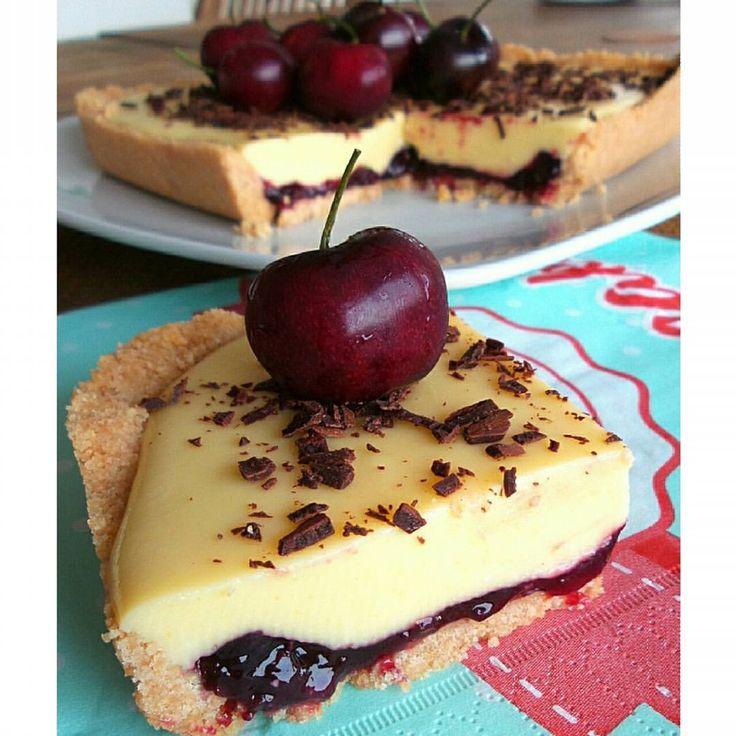 """""""Mi piace"""": 1,514, commenti: 54 - Teresa (@secucinoio) su Instagram: """"🍒Torta fredda con ciliegie, crema alla vaniglia e confettura di ciliegie🍒  Ingredienti: per la…"""""""