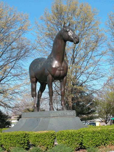 Man o' War statue and burial location at The Kentucky Horse Park