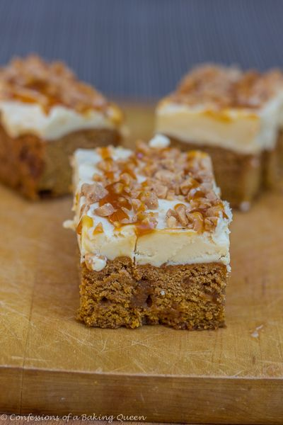 Pumpkin Blondies with Carmel Buttercream Frosting - super easy to whip up with pumpkin, salted caramel and heath bits...and that carmel buttercream frosting! confesionsofabakingqueen.com