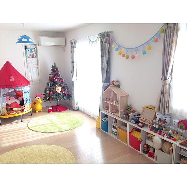 女性で、3LDKのぬいぐるみ収納/クリスマスツリー/子供部屋/おもちゃ収納/こどもと暮らす/IKEA…などについてのインテリア実例を紹介。「クリスマスももう終わりですね。 今年のクリスマスも楽しかったな。 ツリーも見納め。 また、来年。」(この写真は 2016-12-25 23:02:20 に共有されました)