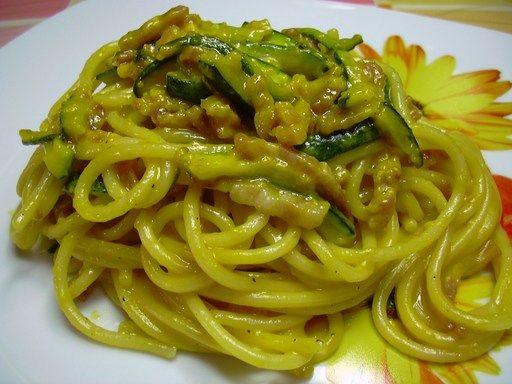 Carbonara di zucchine e fiori di zucca, ricetta Carbonara di zucchine e fiori di zucca - alfemminile.com