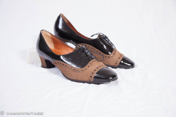 Vintage ladies lace up shoe black and brown door VanniVintage, €32.50