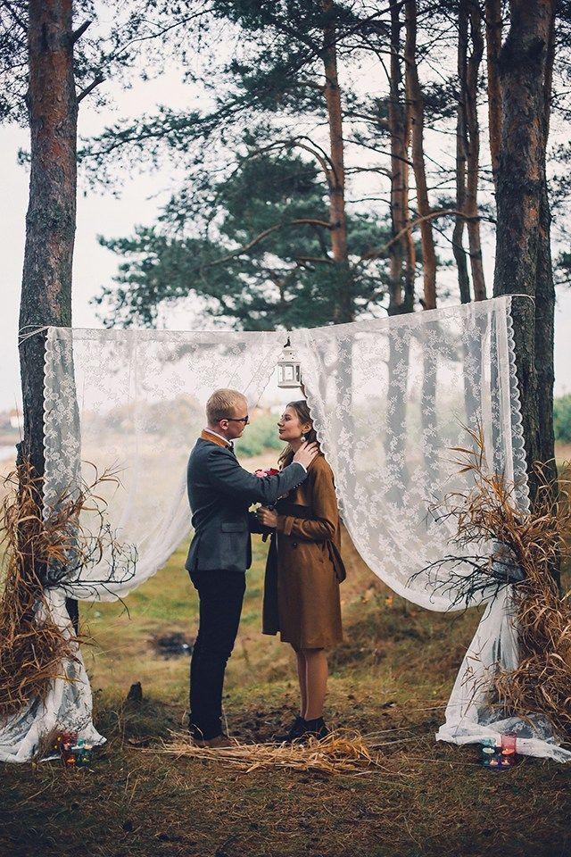 Свадьба Наташи и Олега томная, чарующая, душевная. В ней столько красоты, любви, трепета и гармонии. Каждый кадр рассказывает отдельную страницу истории этой счастливой пары. И пусть те, кто сомневался в красоте осени, после просмотра убедится, какой великолепной может быть съемка осенью. Шуршание листвы под ногами, нарядные деревья, уже холодный воздух, особенный аромат в воздухе. Осень - это мечта. Насладитесь этим великолепием вместе с нами! Желаем приятного просмотра!