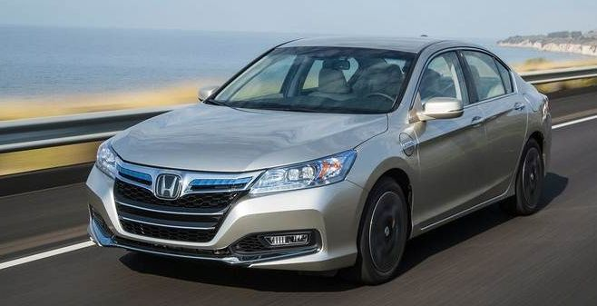 2015 Honda Accord Owners Manual –In addition to a minor shuffling of standard features, the 2015 Honda Accord views no changes. The 2015 Honda Accord generates top honors in the midsize sedan course using its properly-curved mixture of great wrapping, fantastic gasoline economy and...