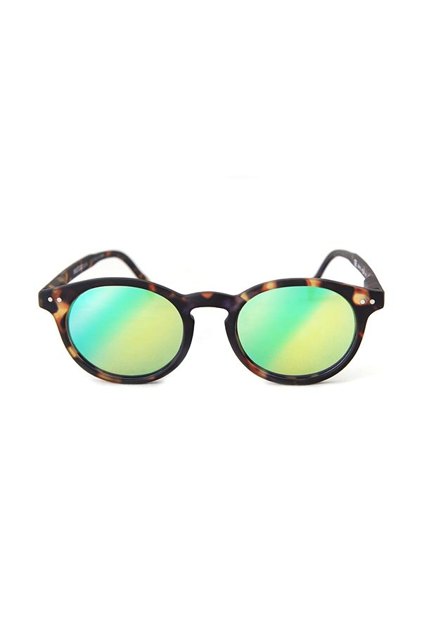 Lunettes solaires Tradition Ecaille effet miroir Read Loop   #allyoureadislove #sunglasses #vintage #miror #sunrise #hyspter #fashion #fashioninspiration #design #style #trendy #lunettes #solaires #hype #summer #summerstyle #ete #plage #summer #colors #mode #summeroutfit #readloop
