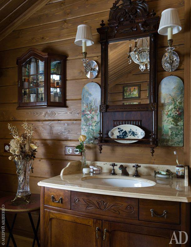 Главная ванная. Умывальник, Gaia. Бра, Decorative Crafts. Зеркало, столик и витрина антикварные.