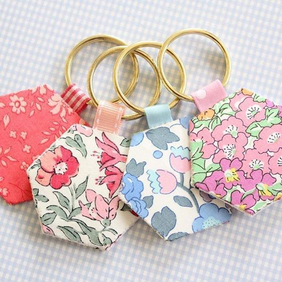 Scrap Fabric Ideas - Hexie keyrings, they're such a quick and easy make and are great gifts for crafty friends! #mollyandmama