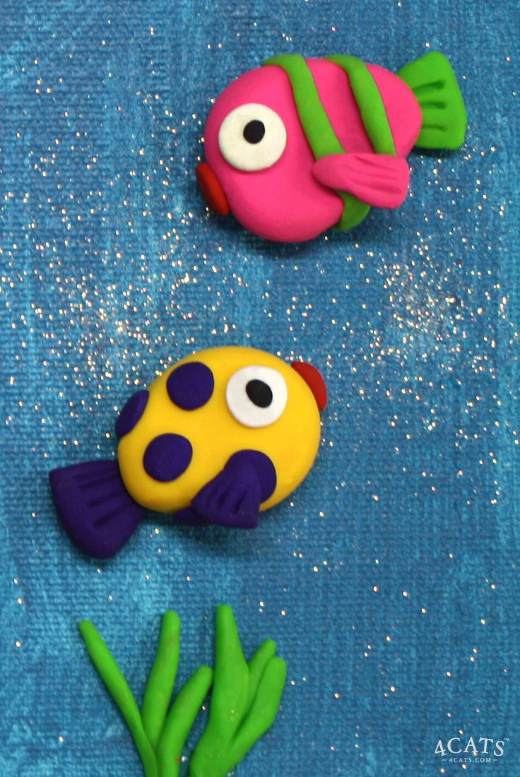 It's so much fun under the sea. Learn simple rolling and sculpting techniques for polymer clay as you create a 3D fish on a painted canvas board background.