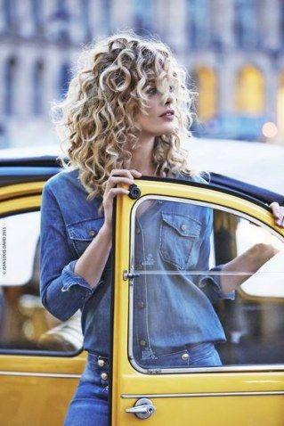 Curly queens: peinados y cortes para pelo rizado                                                                                                                                                      Más