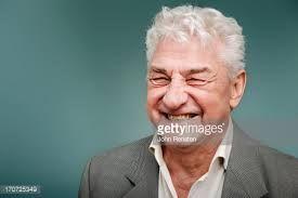 Risultati immagini per immagini uomini capelli grigi