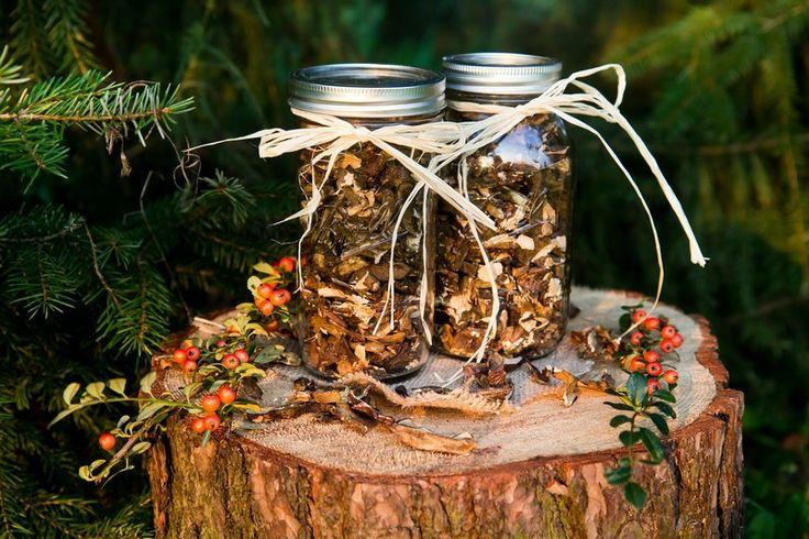Suszone grzybki, własnoręcznie zbierane są dwa razy cenniejsze. Duży słoik Ball 24 oz pomieści ich mnóstwo. A jak ładnie prezentuje się na kuchennej półce!