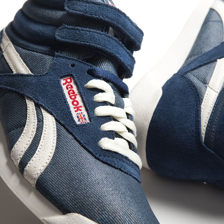 "La Reebok Freestyle è una scarpa donna in denim e suede con velcro strap alla caviglia, punta arrotondata e silhouette affusolata, la perfetta sintesi tra un hi-top nato per l'aerobica ed un prodotto ""high fashion"".    Prezzo: 85,00€    SHOP ONLINE: http://www.aw-lab.com/shop/reebok-w-freestyle-5099361"