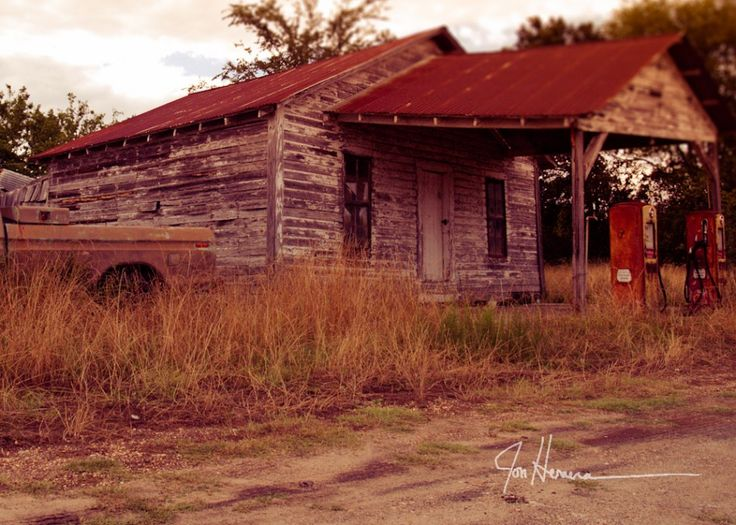 Old gas station in Cushing, Oklahoma |