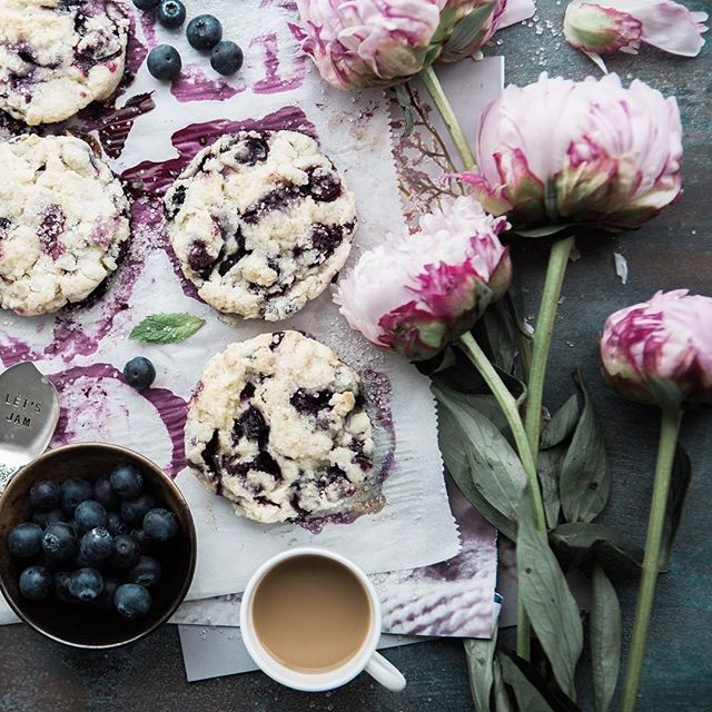 A beautiful breakfast can make a whole difference in your day! Enjoy your weekend with little details!  #afewjewels #weekend #saturday #saturdaymorning #flower #cookie #fruit #art #spoon #beautiful #amazing #taste #food #incredible #energy #strong #healthy #afew #love #lovely #happiness #joy #relax #picoftheday #instamood #instafood #weekend