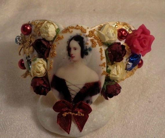 Bracelet Cabochon Baroque décoré de Perles Renaissance, Fleur Laiton, Porcelaine Froide, Feuilles d'Or :