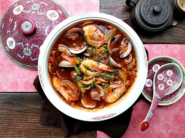 Jjampong! A Korean/Chinese spicy seafood noodle dish with just the right amount of spice!