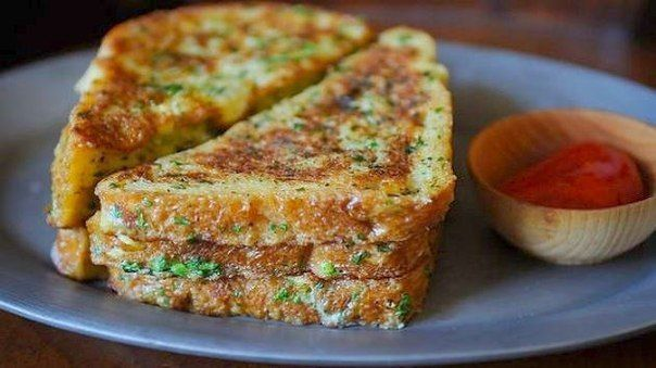 Crispy salt and pepper French toast Ingredients: 5 eggs 3 tablespoons of the mixture of cream milk 1 teaspoon salt 2 teaspoons ground pepper 1.5 tablespoons green onions, finely chop (optional) 1.5 tablespoon cilantro, finely chop (optional) vegetable oil and butter...