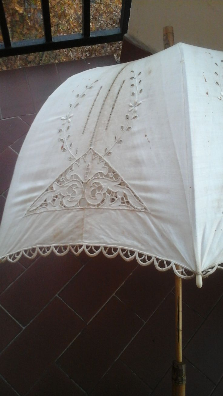 ombrellino parasole ricamato da nonna Pierina