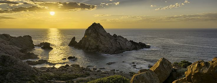 The iconic Sugarloaf Rock