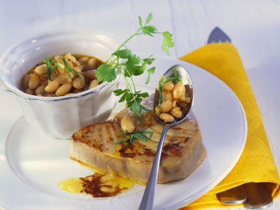 Gebratener Thunfisch mit weißen Bohnen ist ein Rezept mit frischen Zutaten aus der Kategorie Hülsenfrüchte. Probieren Sie dieses und weitere Rezepte von EAT SMARTER!