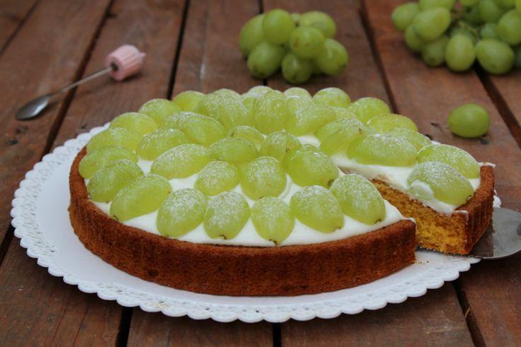 Crostata morbida con ricotta e uva