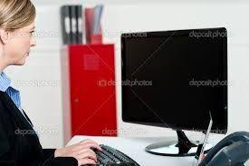 Resultado de imagen para mujer ejecutiva trabajando en equipo