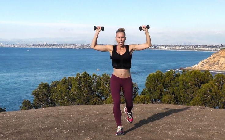 Treino HIIT - Queime 300 calorias em 24 minutos! é a proposta da equipa de fitness GymRa. O treino HIIT ou treino de alta intensidade, é um treino de curta duração inclui uma sequência de exercícios que trabalham todas as partes do corpo, sem excepção!. São exercícios que já conhece, como agachamentos, flexões, prancha... A diferença está na velocidade com que são feitos.