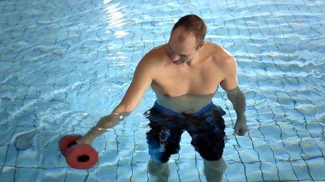 Øvelser for arme og skuldre - træn i vand