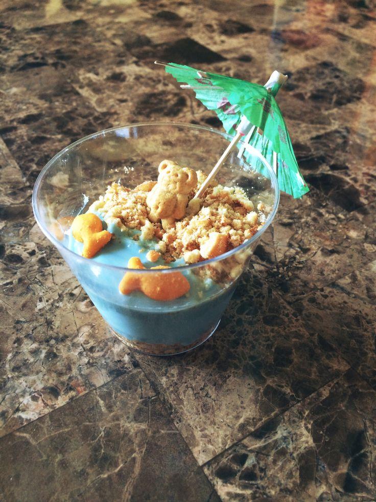 Beach theme yogurt snacks with vanilla wafers