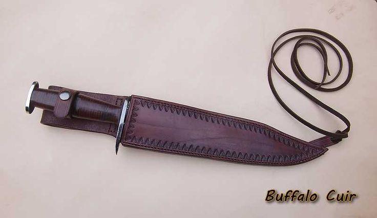 gaine de couteau réalisé dans un cuir de vachette pleine fleur teinté et patiné le tout fait main  Hand Crafted Knife Sheath