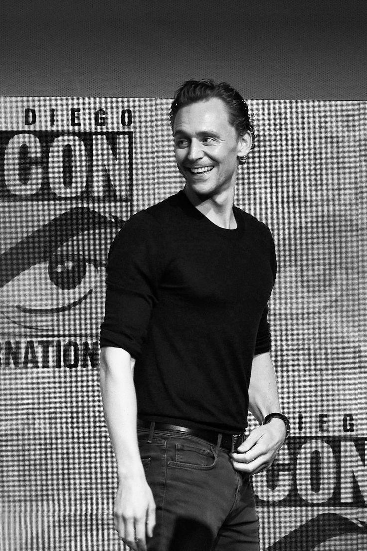 Tom Hiddleston. (Edit by jennphoenix.tumblr: http://jennphoenix.tumblr.com/post/163367203390/processed-with-photoshop-cc-photos-are-not )