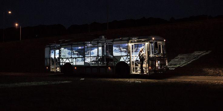 'Dancer bus' es un rediseño de un viejo trolebús 'škoda TR14', el cual ha sido desconectado de las líneas de energía superiores, ya que se ha eliminado el motor principal para dar paso a cuatro motores eléctricos, uno en cada rueda, que obtienen su energía por medio de un sistema eólico que funciona en todo momento, esto gracias al diseño especial del autobús.