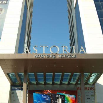 ASTORIA AVM Giyimden Elektroniğe, mücevherden ayakkabıya, ev tekstilinden kozmetiğe , zengin ürün yelpazesine sahip 60 seçkin mağazası ile binlerce marka, cafeler ve restoranlar.. Özel tasarımı ile alışveriş keyfi sunan Astoria AVM, 25.000 m2 'lik yerleşim alanıyla şehrin en işlek iş merkezlerinden birinde yer alıyor.  Avrupa'nın en yüksek ikiz atriumlarına sahip Astoria AVM, sürkli olarak düzenlediği sergi ve aktiviteleri ile yıllık ortalama 6 milyon ziyaretçiyle buluşuyor…
